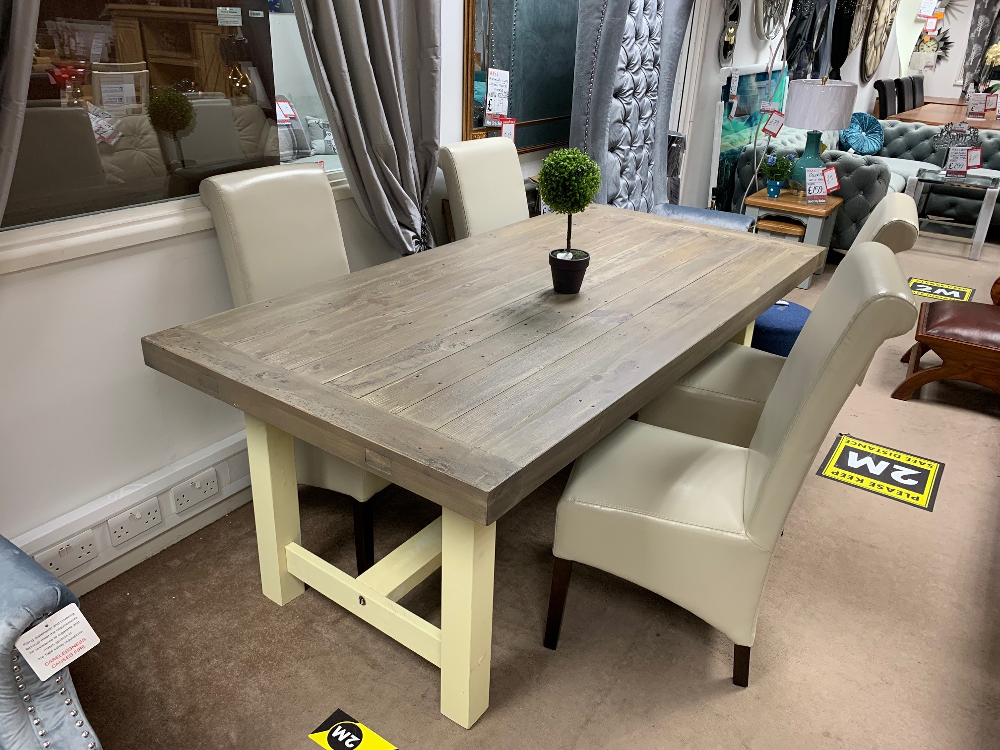 Anis Extendable Dining Set with 4 Chairs